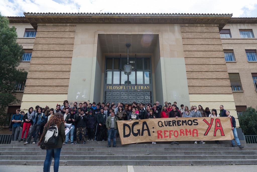 Sindicatos de estudiantes exigen la renovación de la Facultad de Filosofía y Letras
