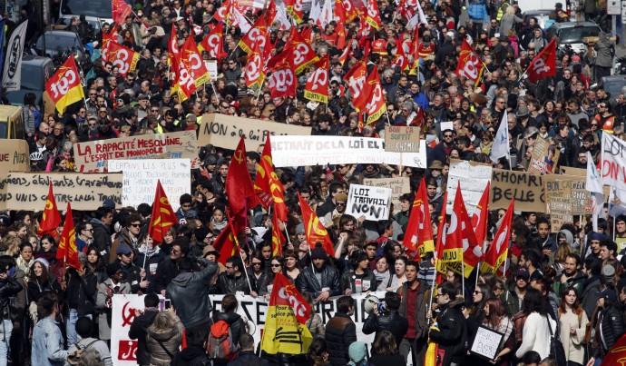 La clase trabajadora y el movimiento estudiantil paralizan el Estado francés