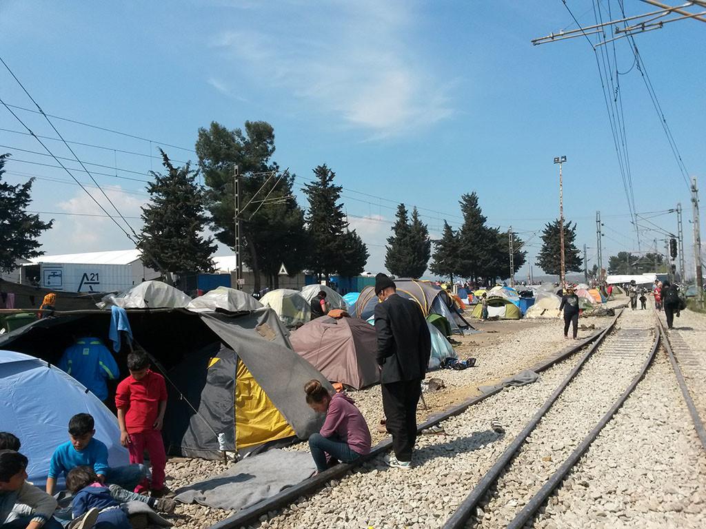 Gobierno griego prepara desalojos en campos de refugiados de Pireo y Elinikón