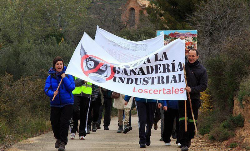 Protesta en contra de la ganadería intensiva en la zona.