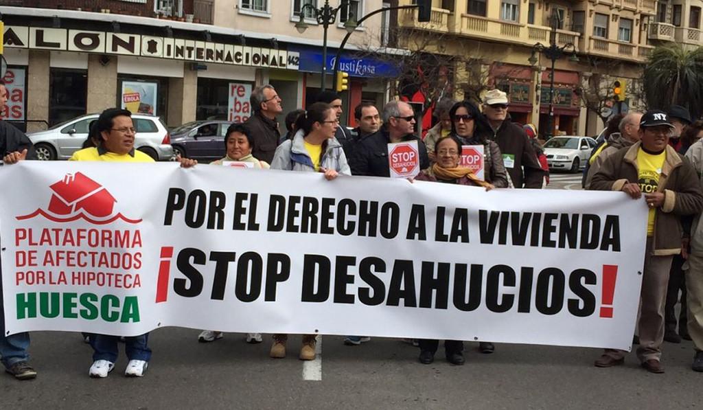 La PAH de Uesca reclama una vivienda para dos personas y su familia a punto de ser desalojadas