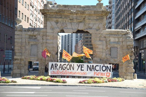Purna realiza una acción reivindicativa en Zaragoza para celebrar el 23 de abril