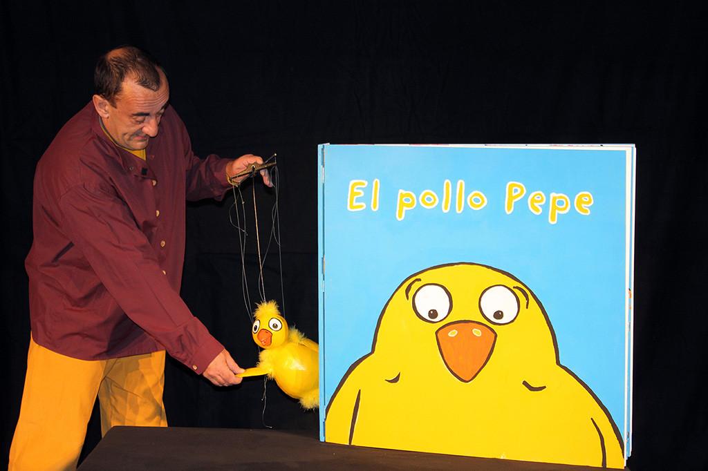 """""""El pollo Pepe"""" visita el Teatro Arbolé"""