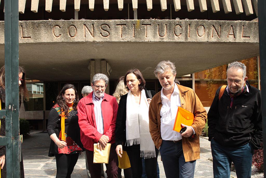 De Santos, Bescansa, Arrojo (Podemos), Barrena (IU) y Santisteve (ZeC) durante la presentación del recurso. Foto: ZeC
