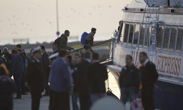 Llegan a Turquía los primeros barcos con refugiados deportados por la UE