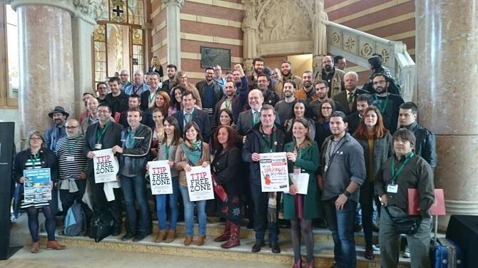 Cuarenta ciudades, incluida Zaragoza, se comprometen en Barcelona contra el TTIP