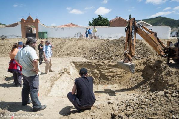 Labores de exhumación. Foto: Pablo Ibáñez (AraInfo)