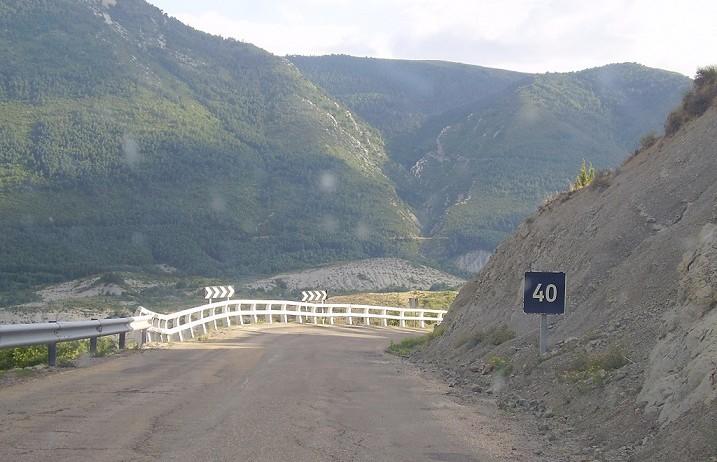 Una caravana exigirá la reparación de la carretera A-1205