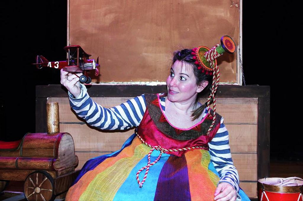 """Almozandia Teatro estrena en Arbolé """"Nada en su lugar"""", un espectáculo en el que todo es juego"""