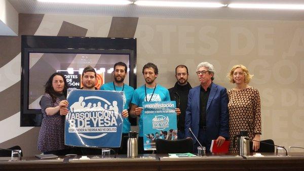 CHA, IU y Podemos muestran su apoyo a los 8 de Yesa