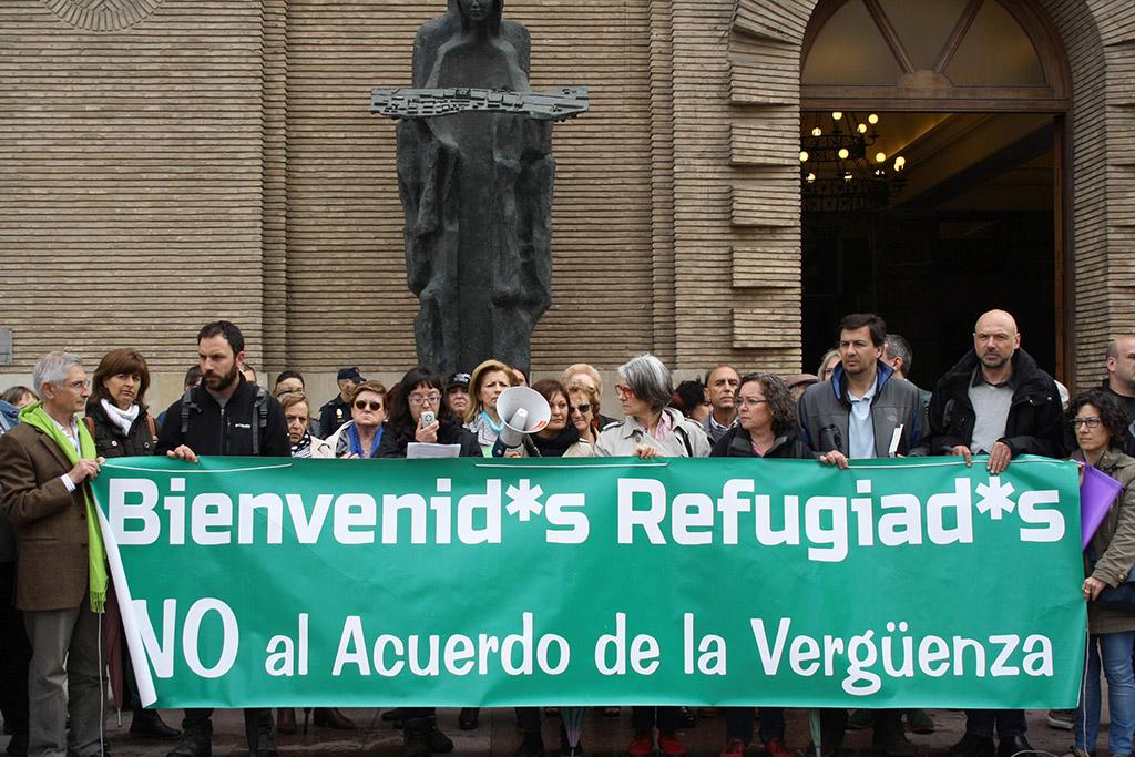 Concentración de la FAS en las puertas del Ayuntamiento de Zaragoza. Foto: FAS