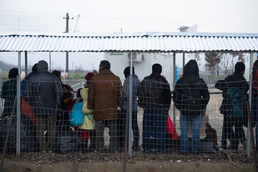 El grupo de Ayuda a Refugiados Zaragoza amadrina una familia refugiada en Grecia