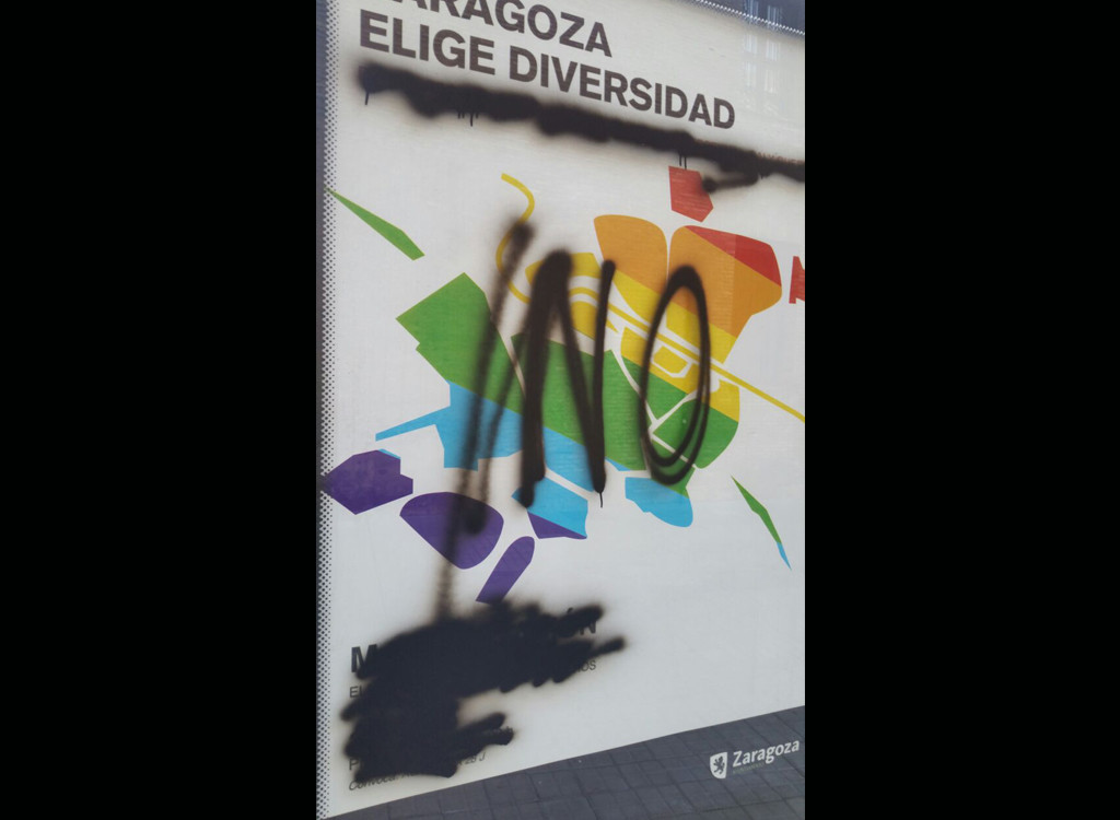 CHA denuncia una pintada LGTBIQfóbica en el mobiliario urbano de Zaragoza