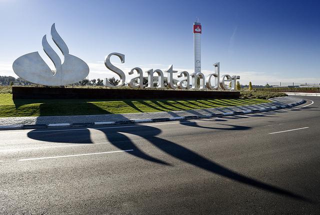 La Guardia Civil registra la sede del Santander por la lista Falciani