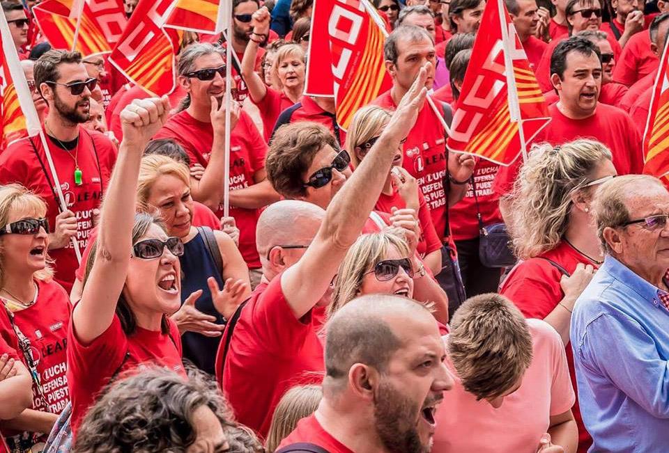Una caravana de coches recorre Aragón en defensa de los puestos de trabajo de Lear