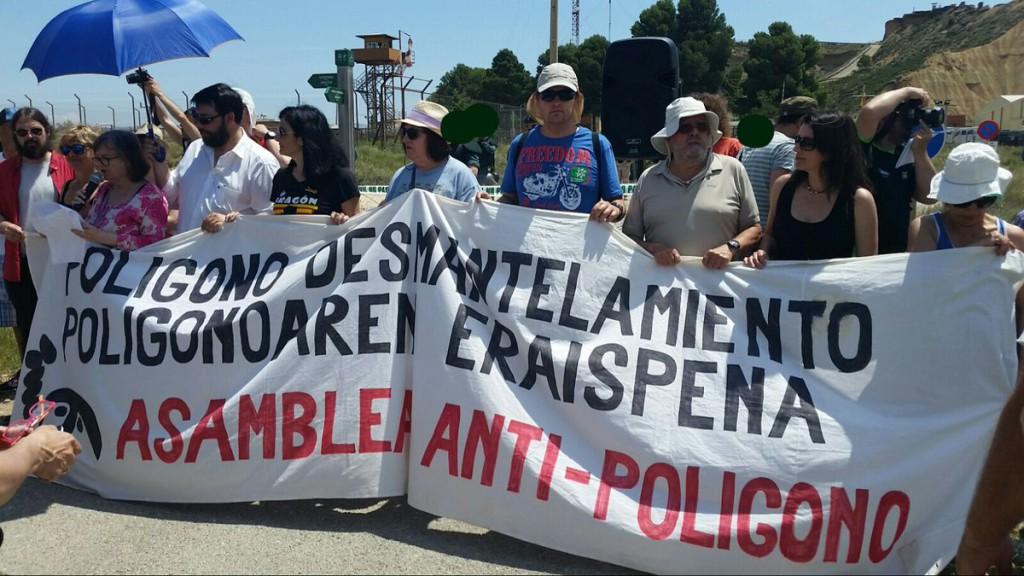IU Aragón muestra su rechazo a las maniobras con fuego real en el polígono de tiro de las Bardenas