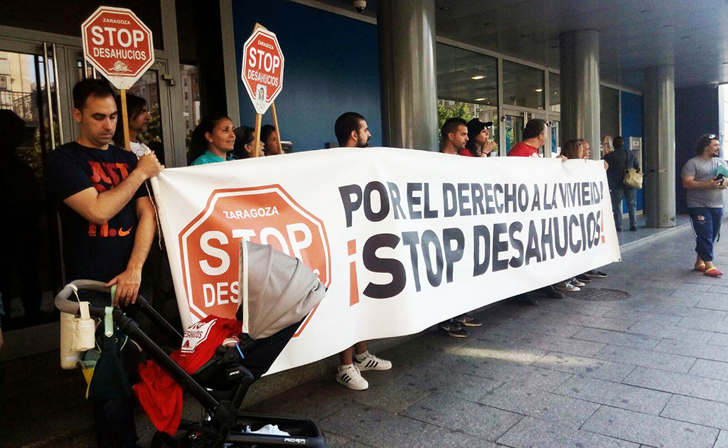 Stop Desahucios se moviliza frente al BBVA para evitar el desalojo de una familia de Zaragoza