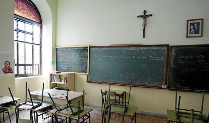 CGT pide que se retiren los símbolos religiosos de las escuelas públicas
