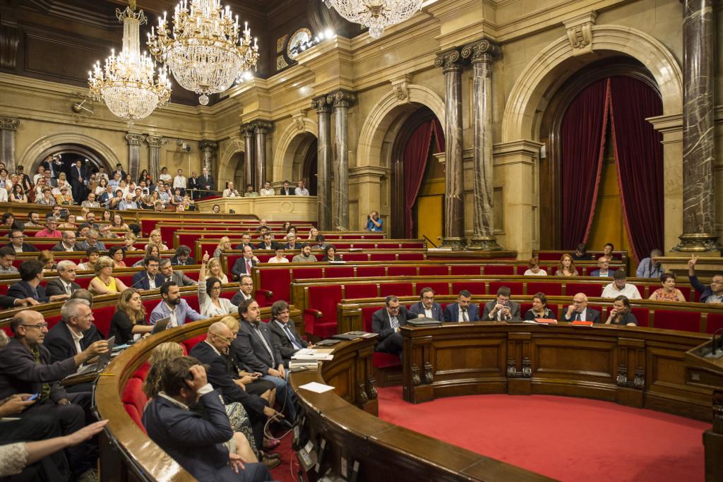 El Parlament de Catalunya abre la vía unilateral a la independencia