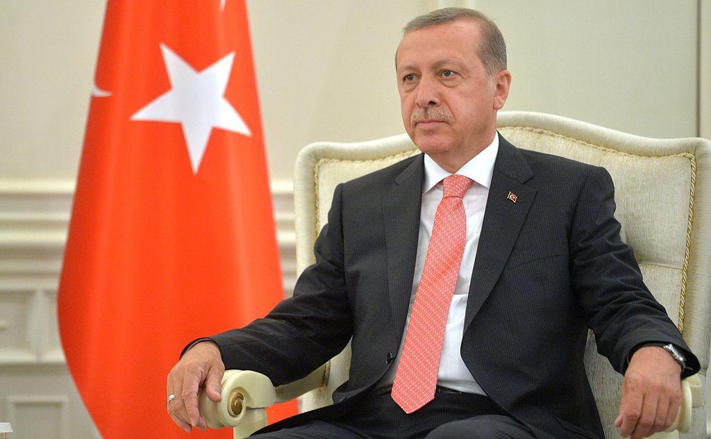 Erdogan gana un referéndum que le otorga amplios poderes