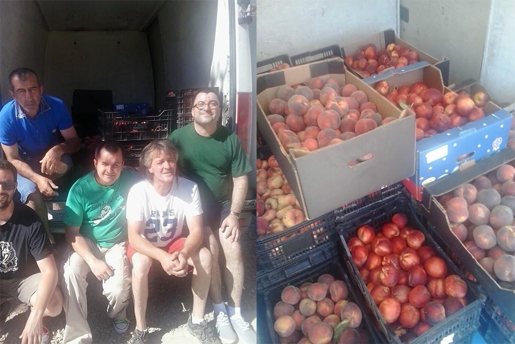 La RSP Fraga recibe la donación 500 kilos de fruta de un agricultor para fines sociales