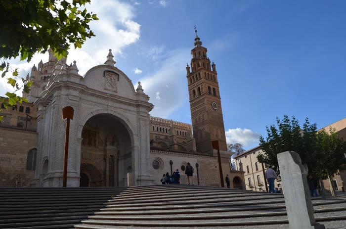 MHUEL pide a los grupos parlamentarios de las Cortes que insten al Gobierno de Aragón a inmatricular la catedral de Tarazona