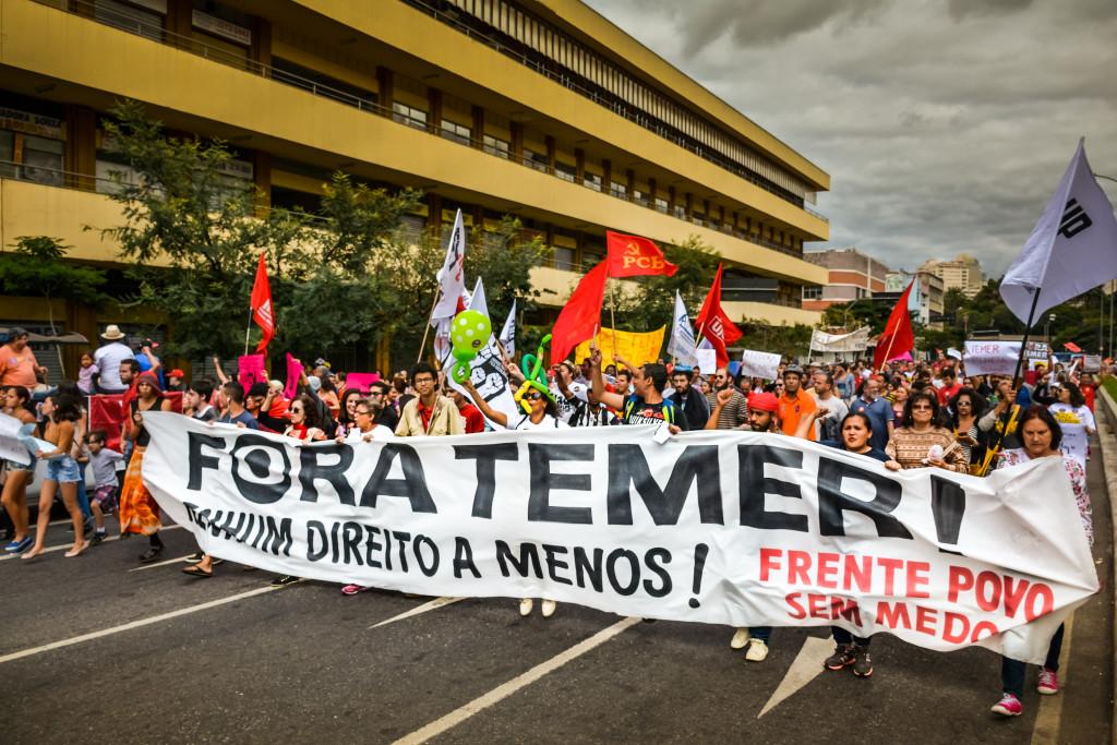 A un paso de consumarse el golpe institucional contra Rousseff