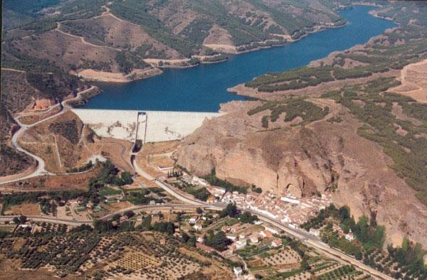COAGRET solicita a la CHE el cierre del pantano del Val debido a la contaminación
