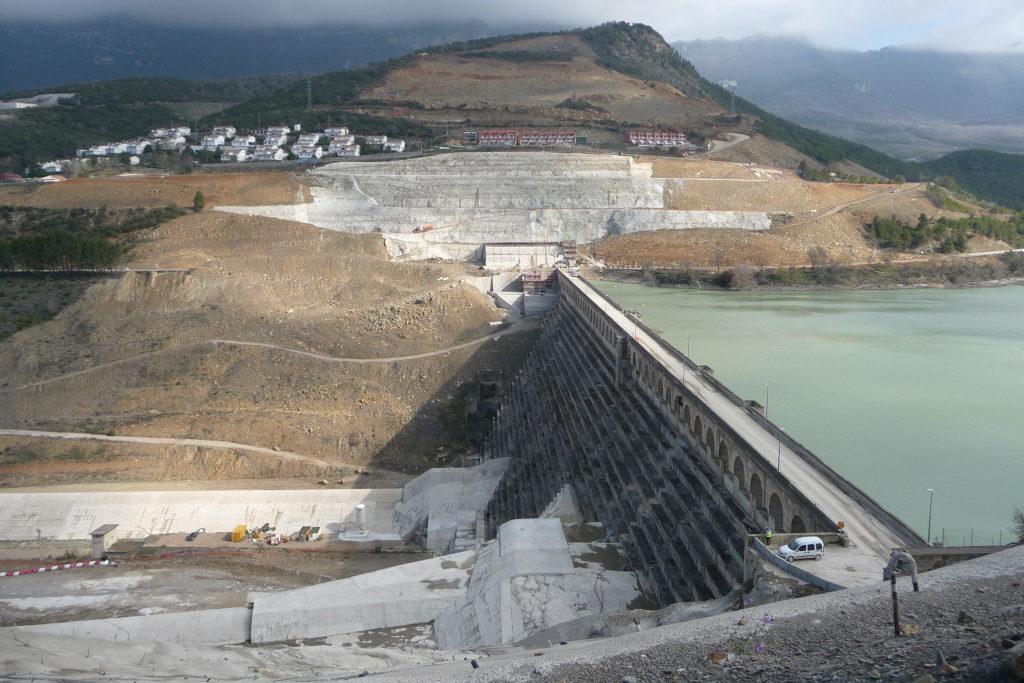 """La Asociación Río Aragón denuncia que la CHE """"se niega"""" a entregar información sobre las obras del pantano de Yesa en Sigües"""