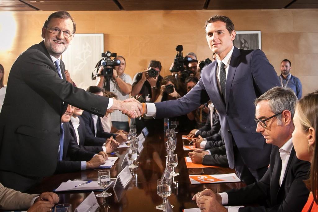 Mariano Rajoy y Albert Rivera se dan el 'sí, quiero'