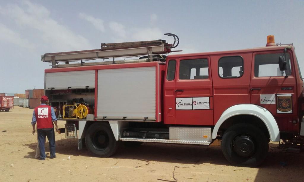 Los campamentos de refugiados del Sahara reciben el camión de bomberos donado por el Ayuntamiento de Zaragoza