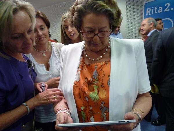 Rita Barberá solicita la baja del PP pero se aferra a su escaño como senadora para no perder el aforamiento
