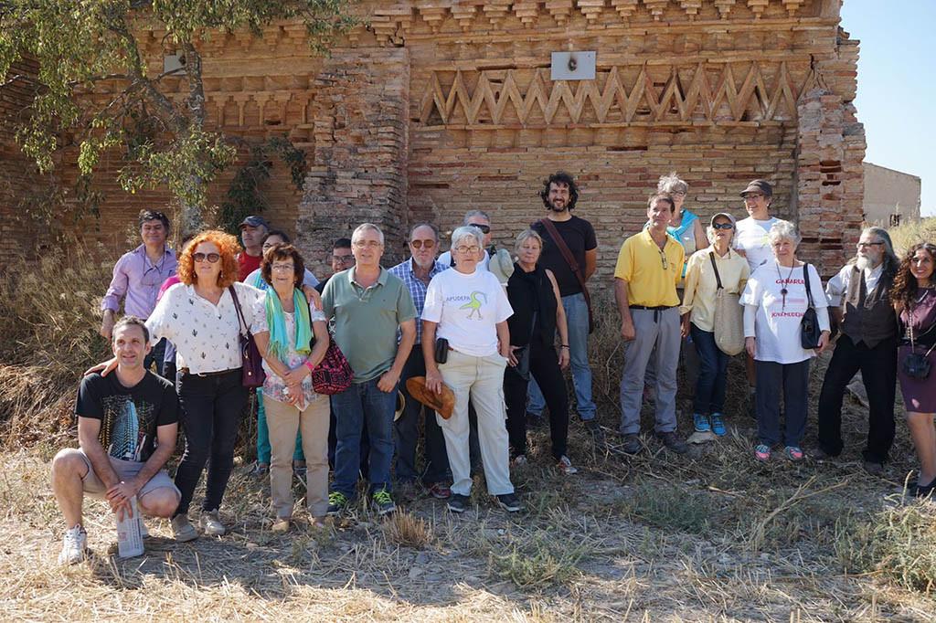 Asistentes a la entrega de Premios delante de la ermita de Gañarul. Foto: Apudepa