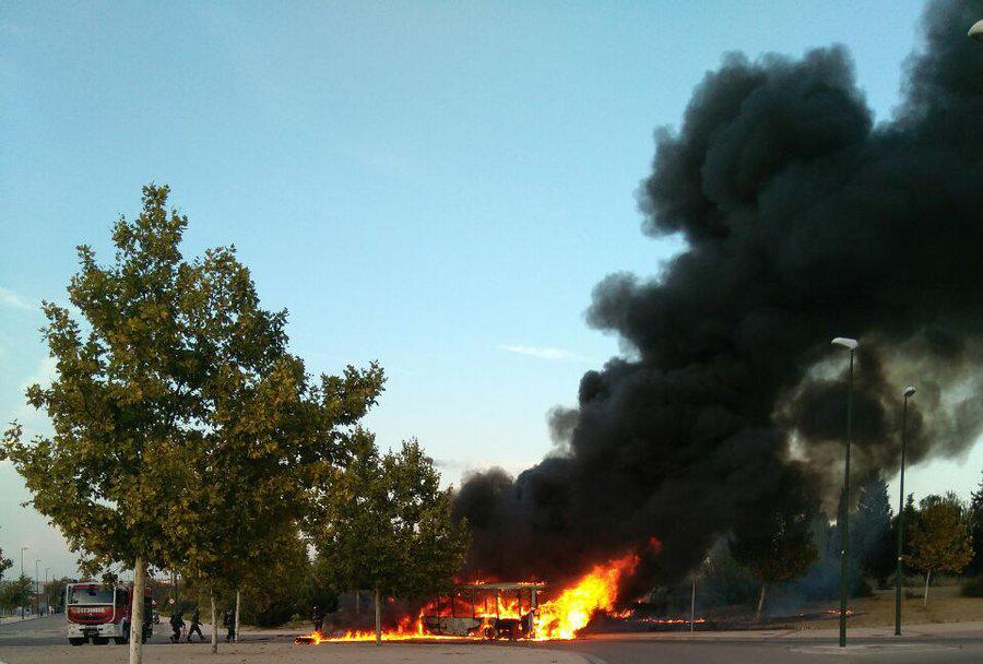 Arde otro autobús urbano de Zaragoza, al menos el sexto en dos meses
