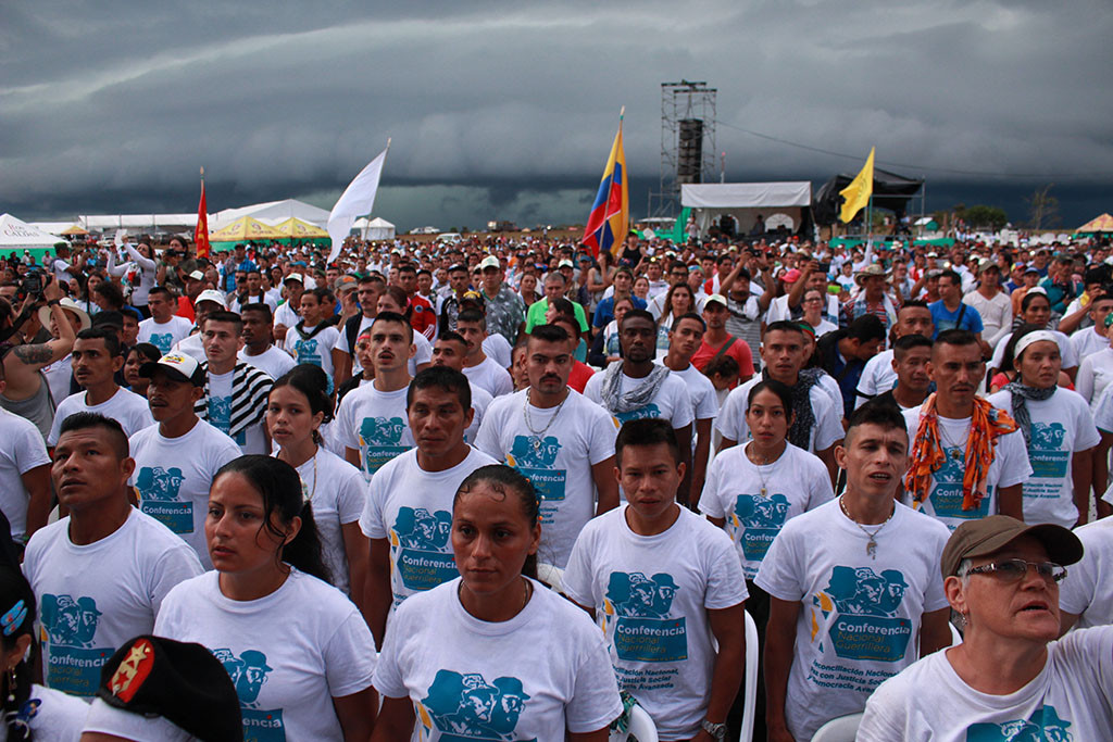 La paz ya abraza a Colombia