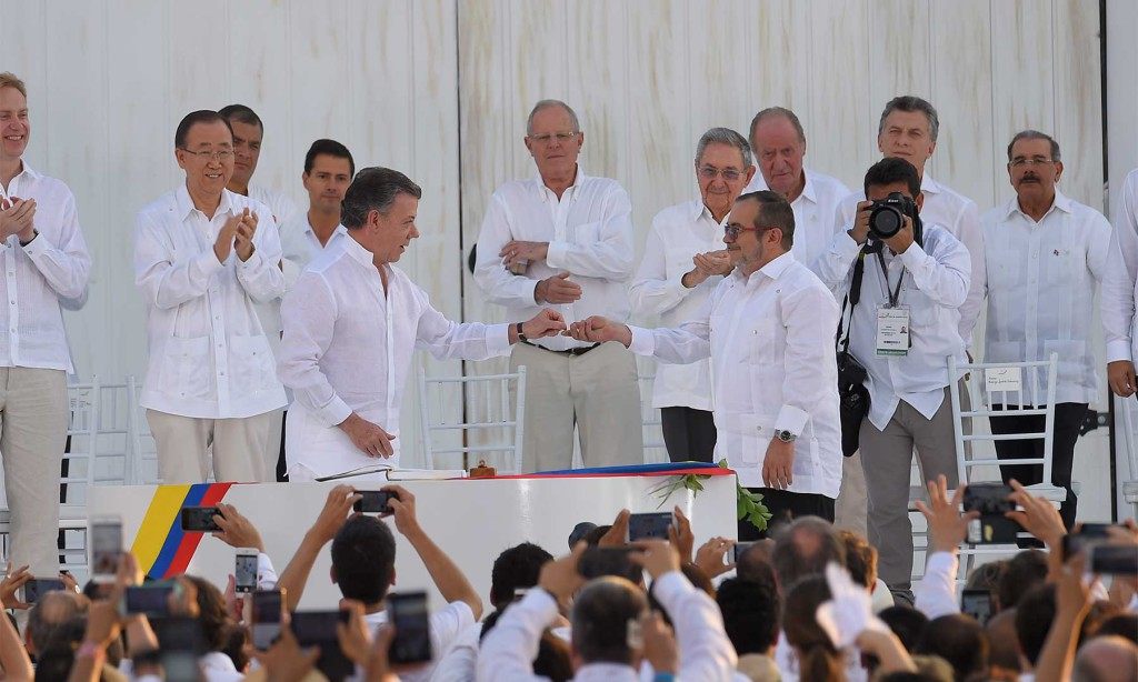El Gobierno de Colombia y las FARC firman el acuerdo definitivo de paz