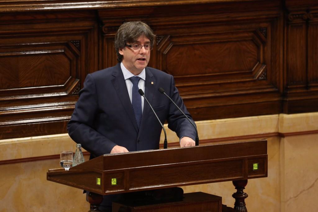 Puigdemont supera la moción de confianza con los votos de JxSí y la CUP