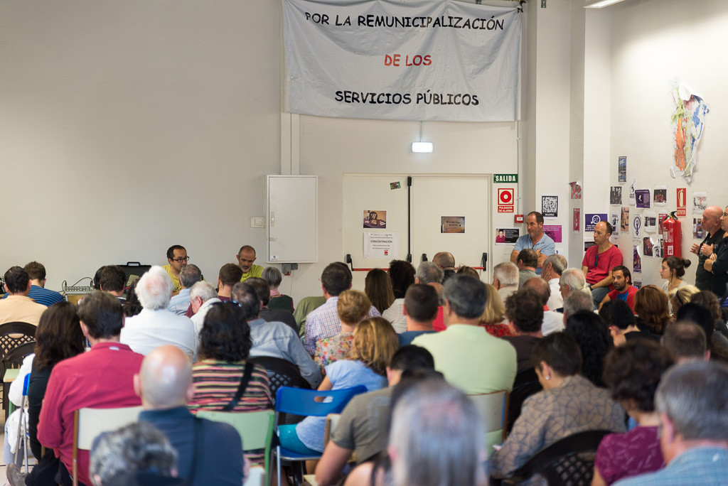 Imagen de las Jornadas por la Remunicipalización celebradas el pasado sábado en Zaragoza. Foto: Pablo Ibáñez (AraInfo)
