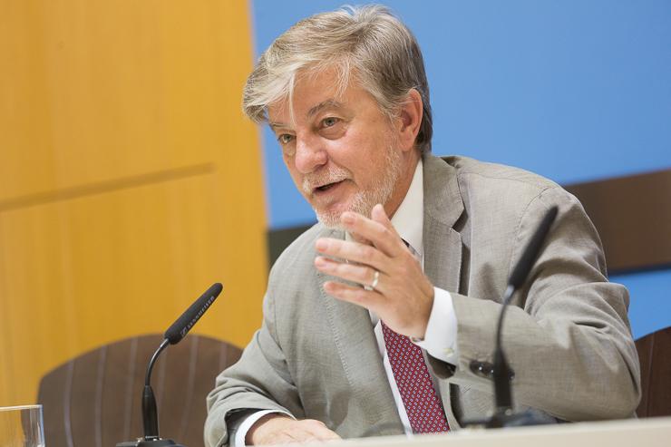 """Santisteve apuesta por """"un nuevo modelo de país construido desde lo local"""" en el Executive Forum"""