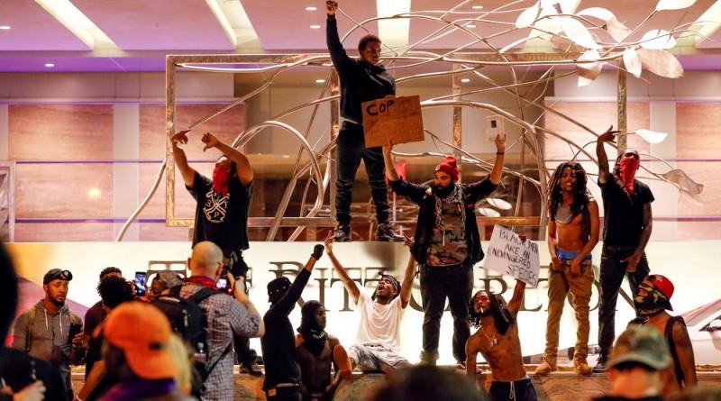 Imponen el toque de queda en Charlotte ante la tercera noche de protestas contra la violencia policial