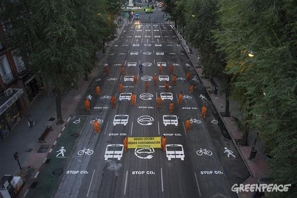 Zaragoza aprueba reducir un 50% sus emisiones de la movilidad