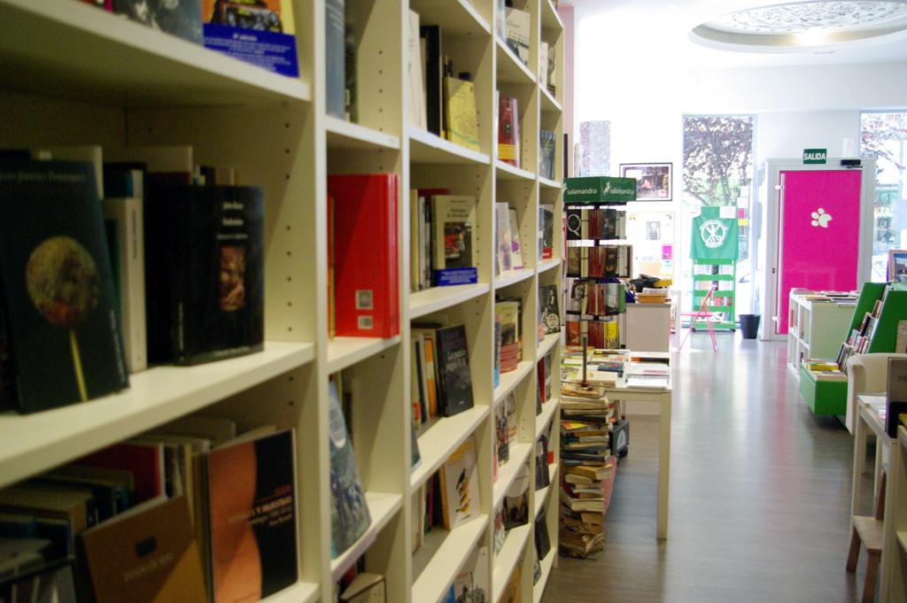 La librería Pantera Rossa acoge la presentación de 'En el comienzo. Un cuento antiteológico'