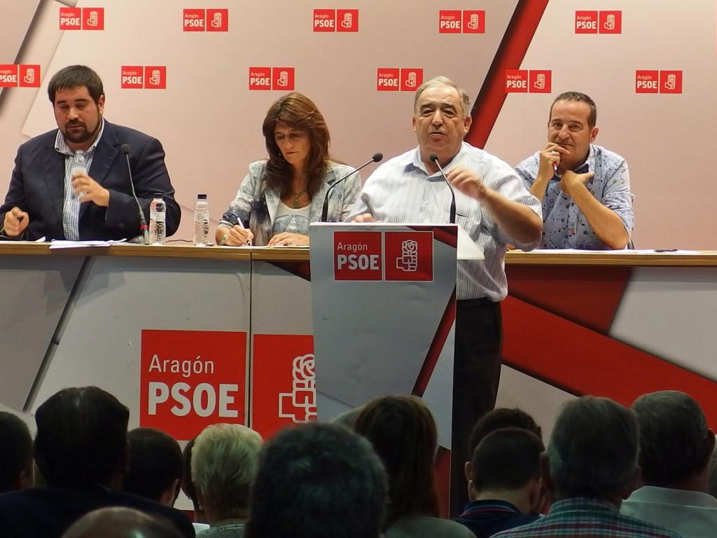 El documento de apoyo a Pérez Anadón y Lambán se lanzó sin consultar a las bases