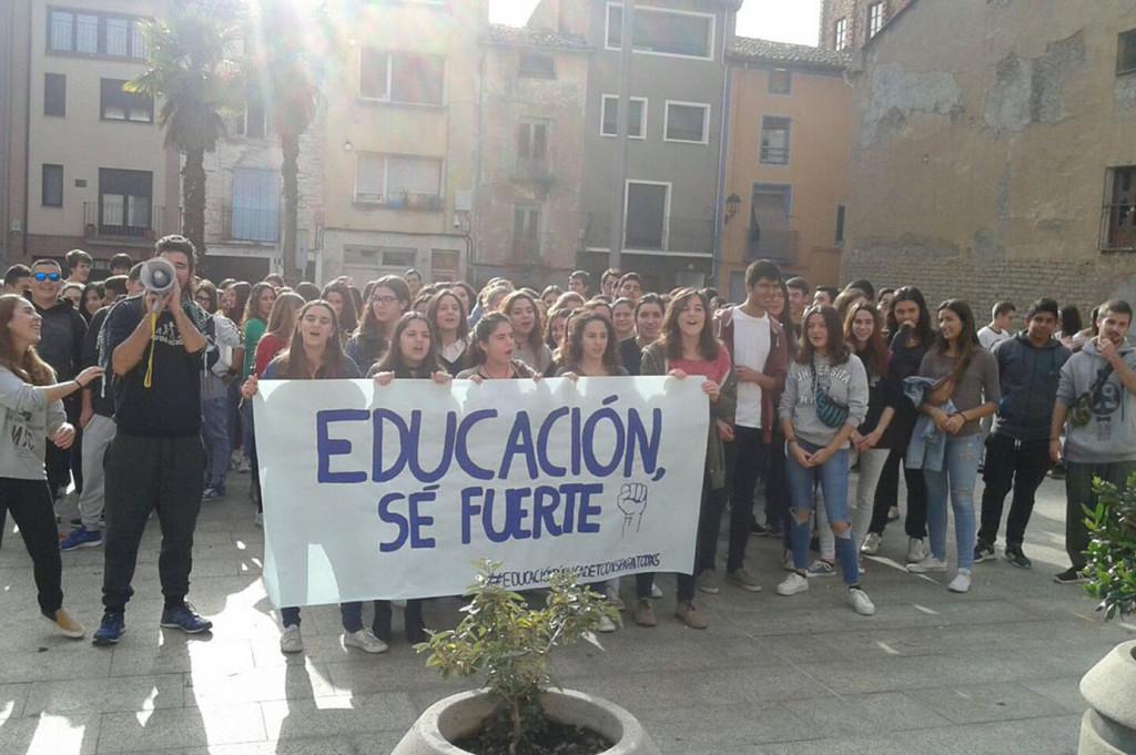 Estudiantes en huelga en Balbastro. Foto: @PurnaEstudiants