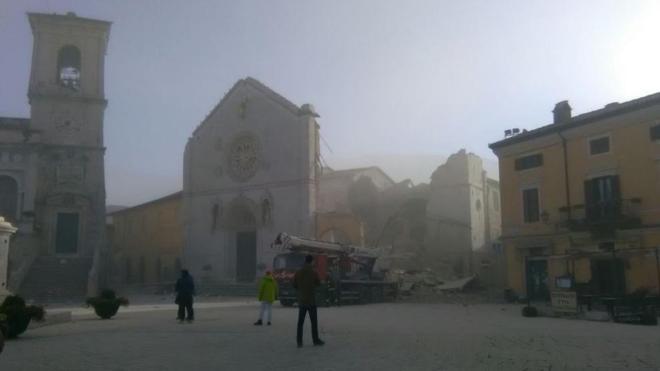 Númerosos derrumbes y cientos de heridos tras un nuevo seísmo en Italia
