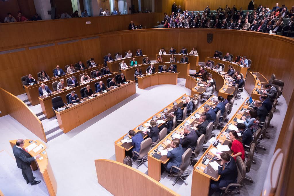 Preocupación entre los diferentes grupos políticos por la situación de Lambán en la crisis del PSOE