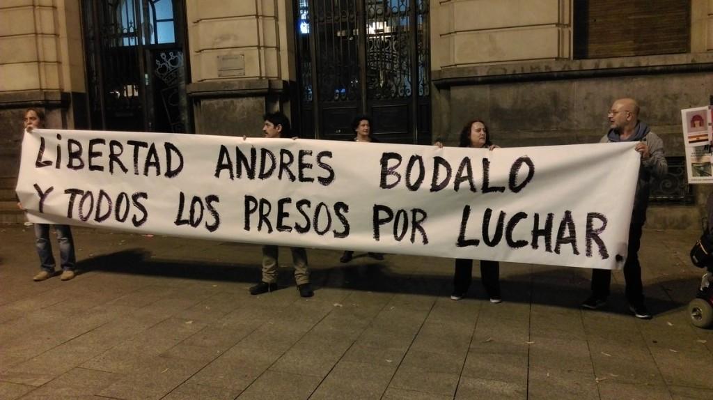 """Zaragoza se concentra para gritar """"basta de represión"""" contra colectivos y movimientos sociales"""