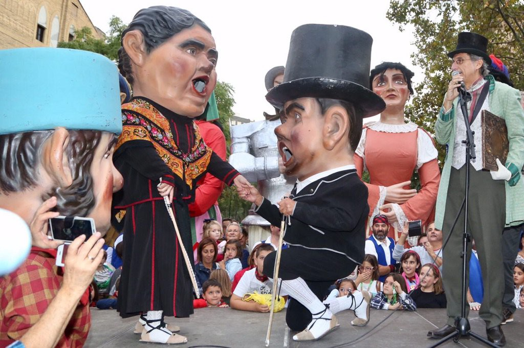 Zaragoza rinde homenaje a su Comparsa de Gigantes y Cabezudos