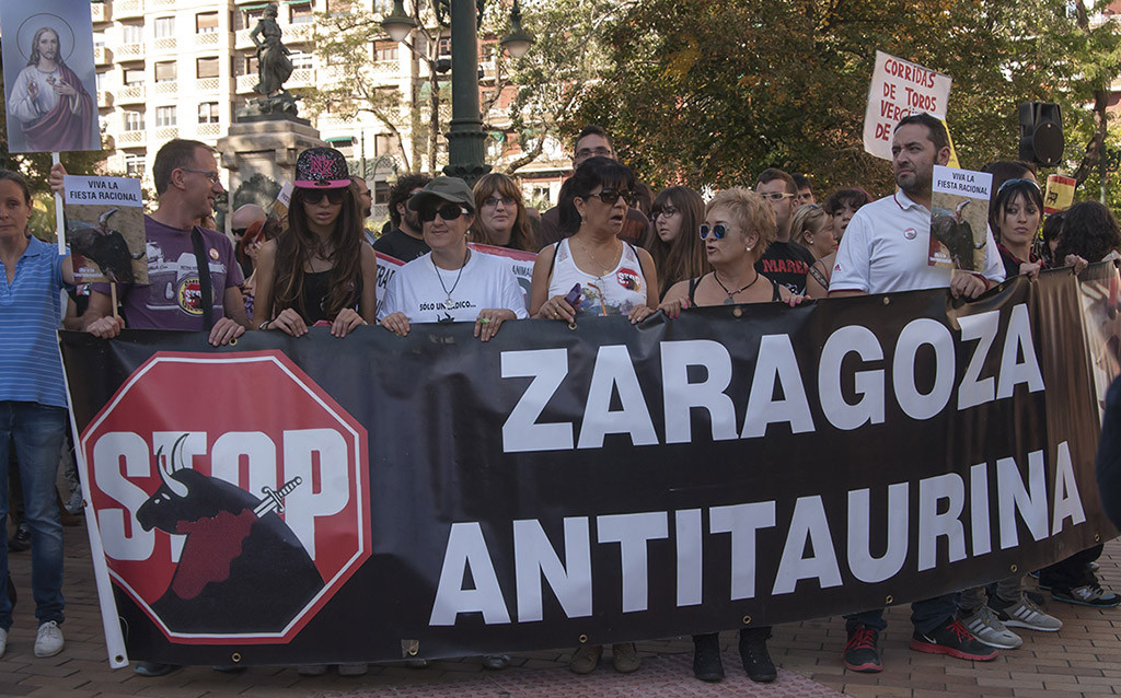 Manifestación antitaurina y vermú vegano antitaurino en Zaragoza