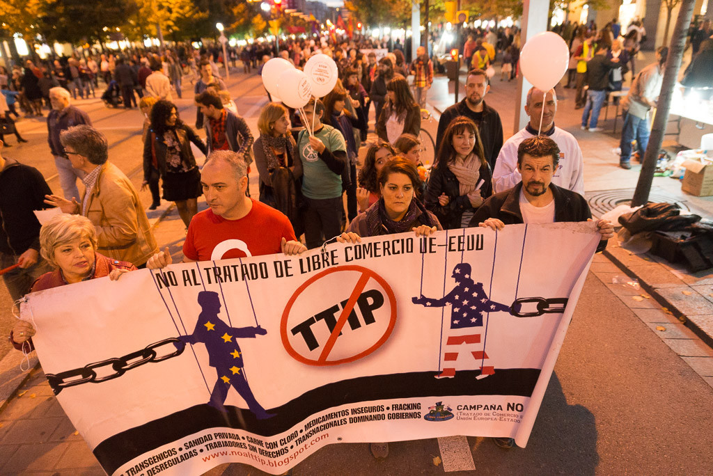 Cientos de personas en Zaragoza exigen la suspensión del TTIP, CETA y TISA